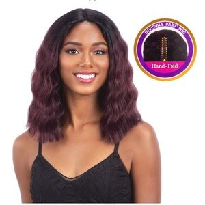 Flirty Freetress Equal Wig - Ombré Brown